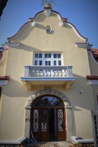 willa Koziańskich widok na wejście do budynku