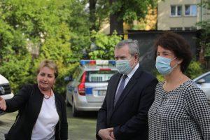 premier Gliński wraz z dyrektor Muzeum Tatrzańskiego Anną Wende-Surmiak
