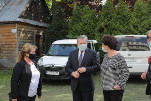 Premier Gliński, dyrektor Anna Wende-Surmiak oraz Lucyna Galica Jurecka