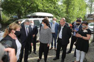 Premier Gliński, dyrektor Anna-Wende Surmiak oraz władze samorządowe regionu