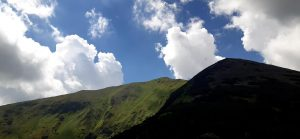 panorama Tatr - górskie szczyty i chmury