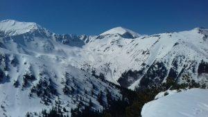 widok na zimowe tatrzańskie szczyty panorama z określonego miejsca