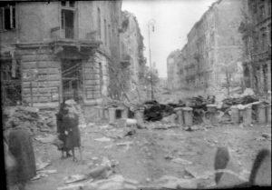 widok na zburzone ulice Warszawy