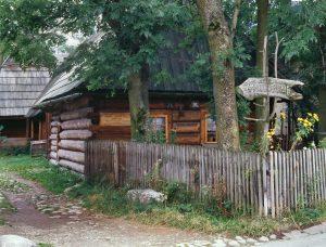 widok na zabytkową zagrodę w Jurgowie