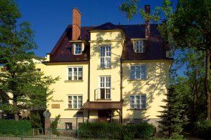 budynek murowany Muzeum Kornela Makuszyńskiego