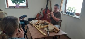 rożnego rodzaju instrumenty pokazane na stole
