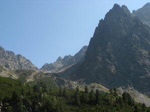 widok na panoramę Tatr i Lodowy Szczyt