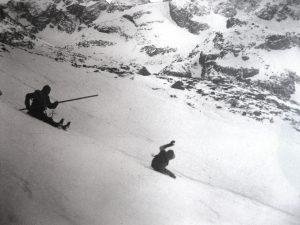 narciarze na tatrzańskim zboczu