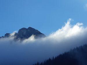 tatrzański szczyt we mgle