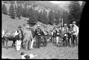 wycieczka retro na tle tatrzańskiej przyrody