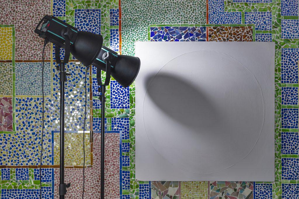 instalacja artystyczna lampa na płótno