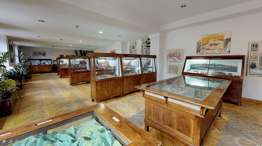 Screenshot z widoku wirtualnego zwiedzania pomieszczeń dawnego Gmachu Głównego Muzeum Tatrzańskiego
