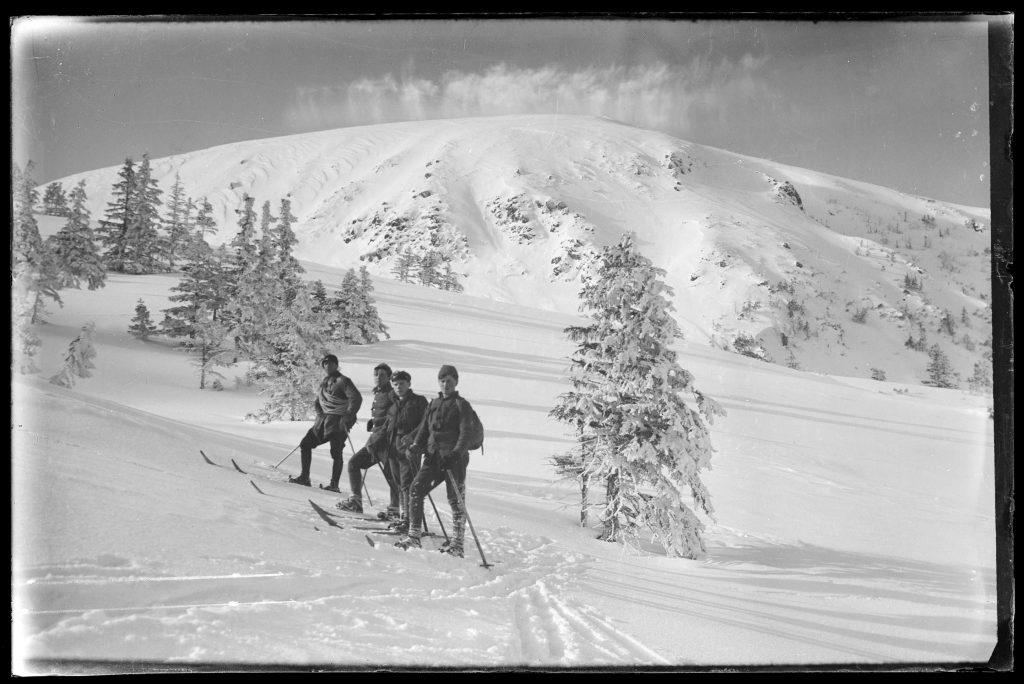 narciarze wędrujący po Tatrach