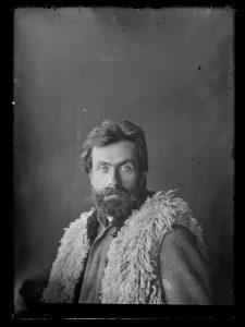 Stanisław Witkiewicz w góralskim kożuchu