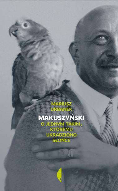 Okładka czarno - biała, zdjęcie Makuszyńskiego papugą