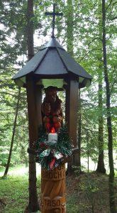 drewniana kapliczka w dolinie Strążyskiej