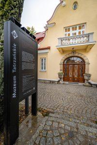 Wejście do siedziby Muzeum Tatrzańskiego na Kozińcu