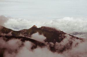 Giewont od strony południowej we mgle